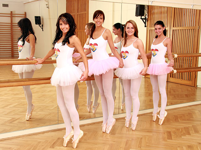 Teenage ballet girls tasting each others wet pussy