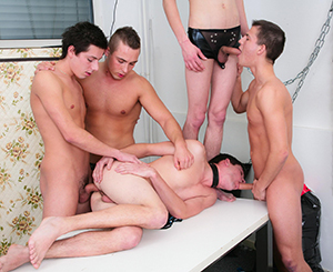 Five young gays playing with their violent cocks in groupsex.
